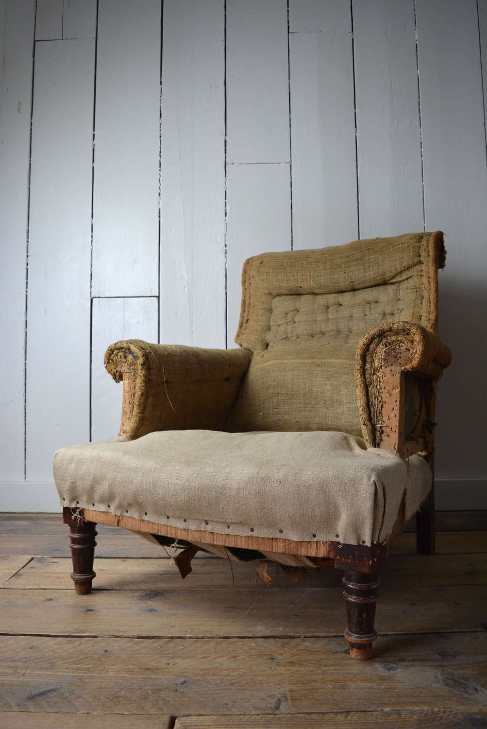 EARLY 20TH CENTURY ENGLISH ARM CHAIR