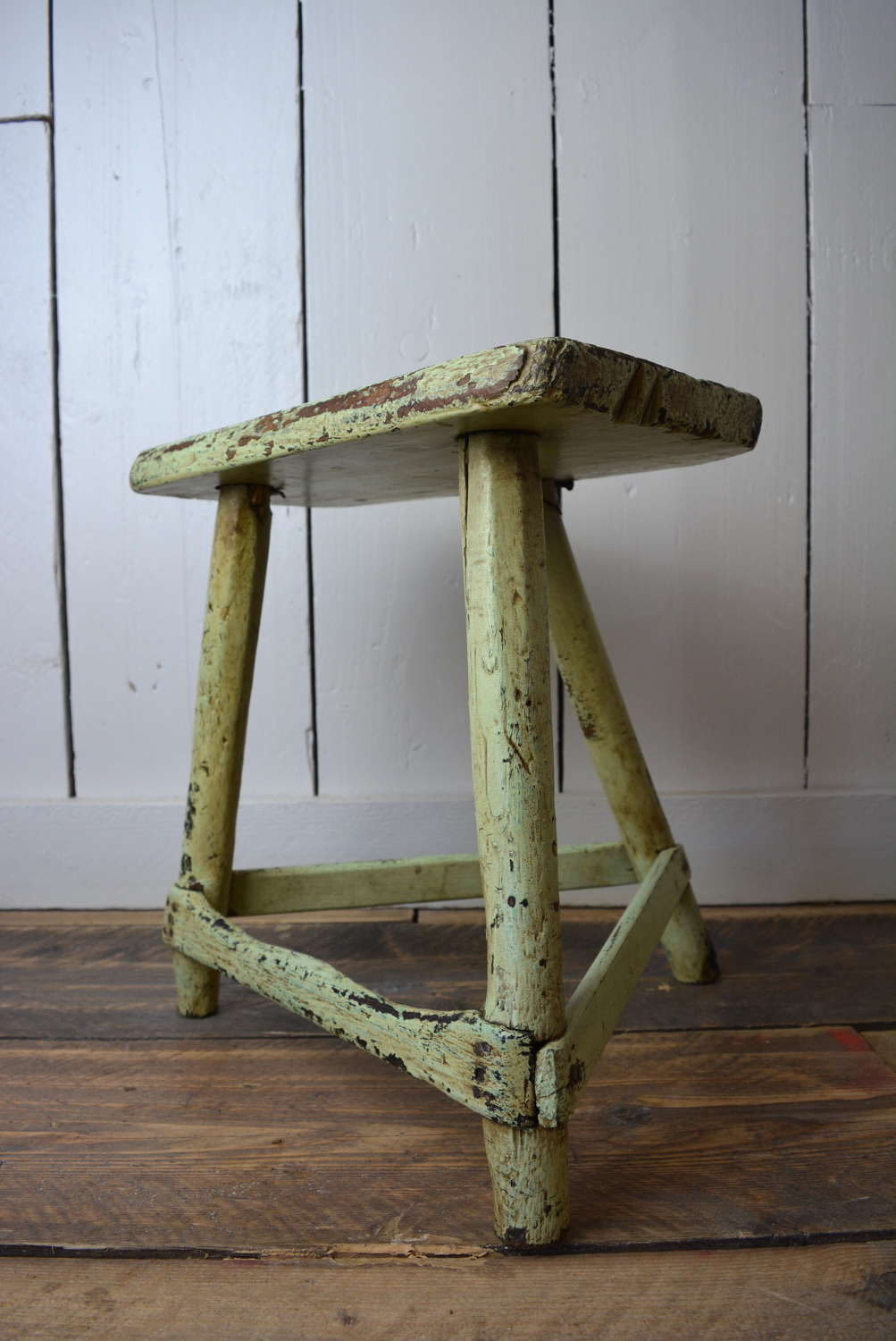 19TH CENTURY MILL WORKERS STOOL