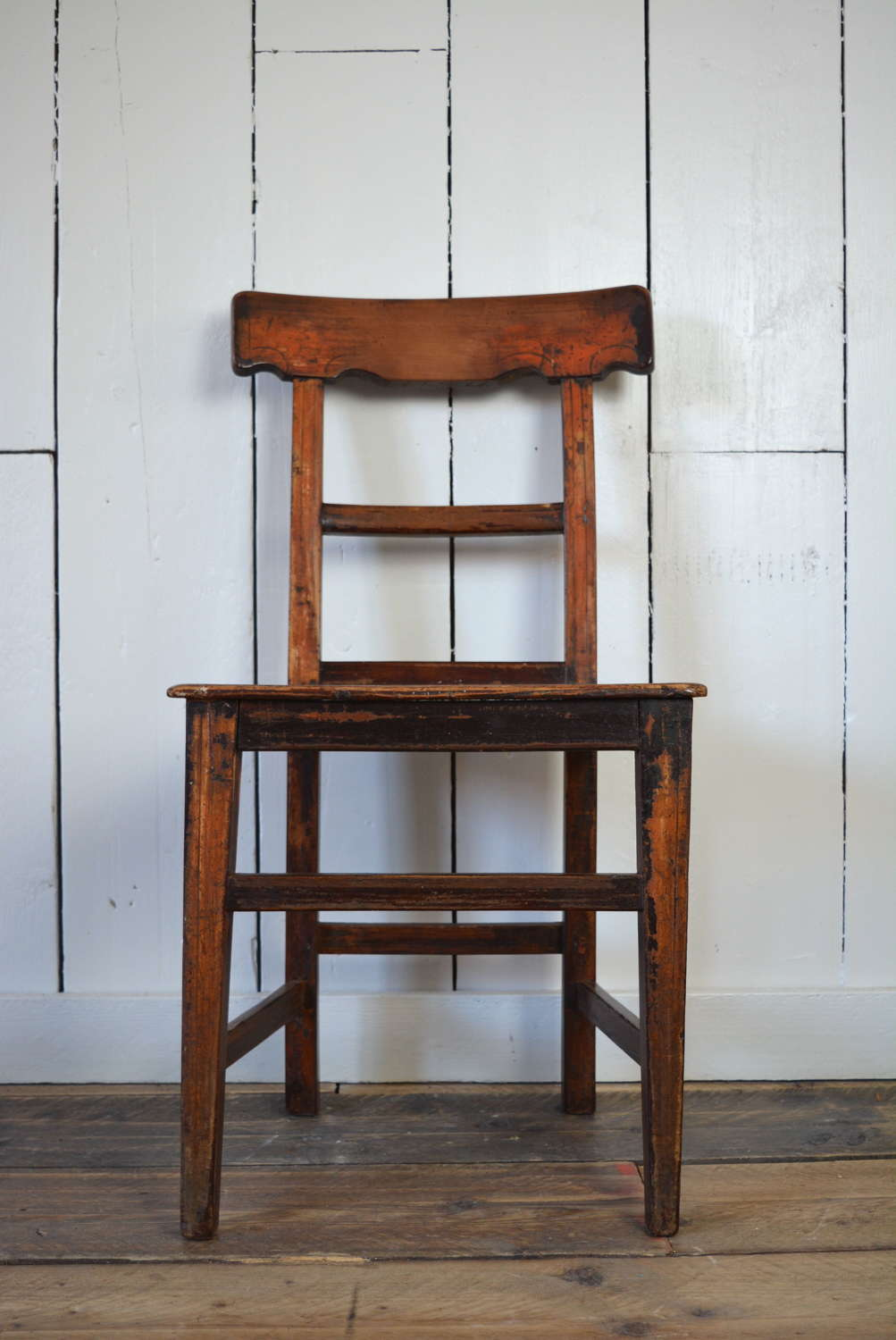 19TH CENTURY IRISH CARPENTERS CHAIR