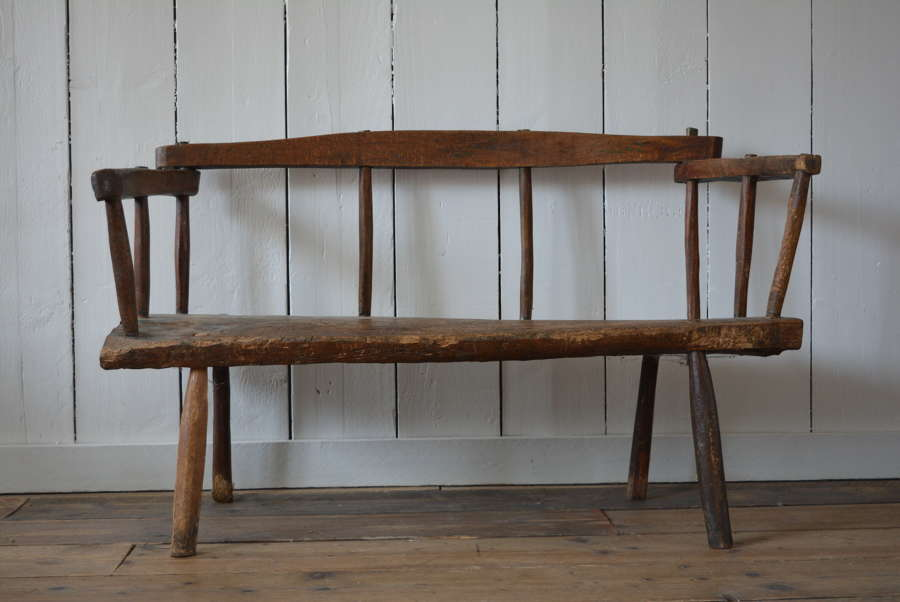 18TH CENTURY OAK AND BEECH SETTLE