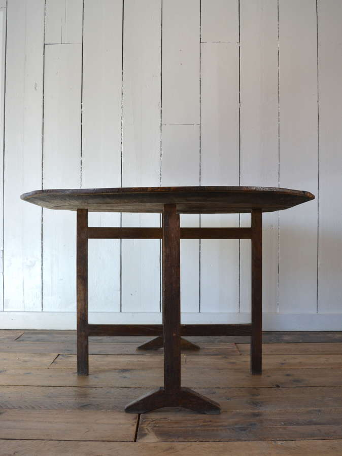 EARLY 19TH CENTURY VENDAGE TABLE