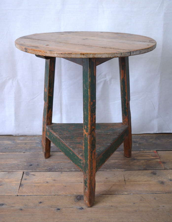19TH CENTURY WELSH PAINTED CRICKET TABLE